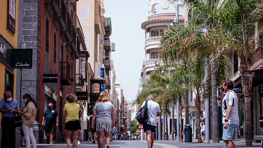 Ende des Corona-Notstands in Spanien: Viel Party und viel Verwirrung