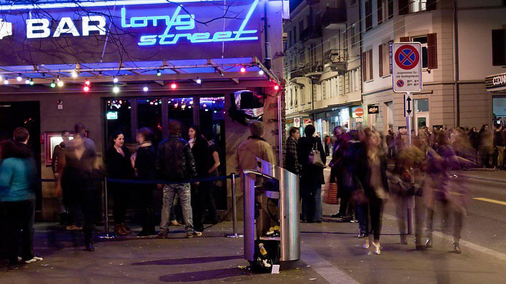 Sollte die Schweiz die Eishockey-WM gewinnen, dürfte in Zürcher Beizen und Bars die ganze Nacht gefeiert werden. (Archivbild)