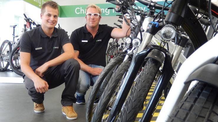 Alain Leuenberger und Philip Hofer im neuen «m-way-Shop».