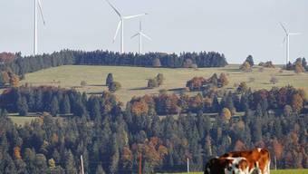 Windräder, wie hier im Kanton Jura, dürften bald auch bei Provence im Waadtland stehen