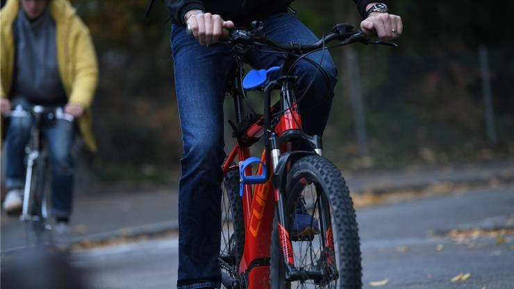 Die steilen Bergdietiker Strassen sollen velofreundlicher werden. Denn für E-Bikes hat auch Bergdietikon Potenzial.
