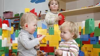 Kinder in einer Kinderkrippe (Archivbild, Symbolbild)