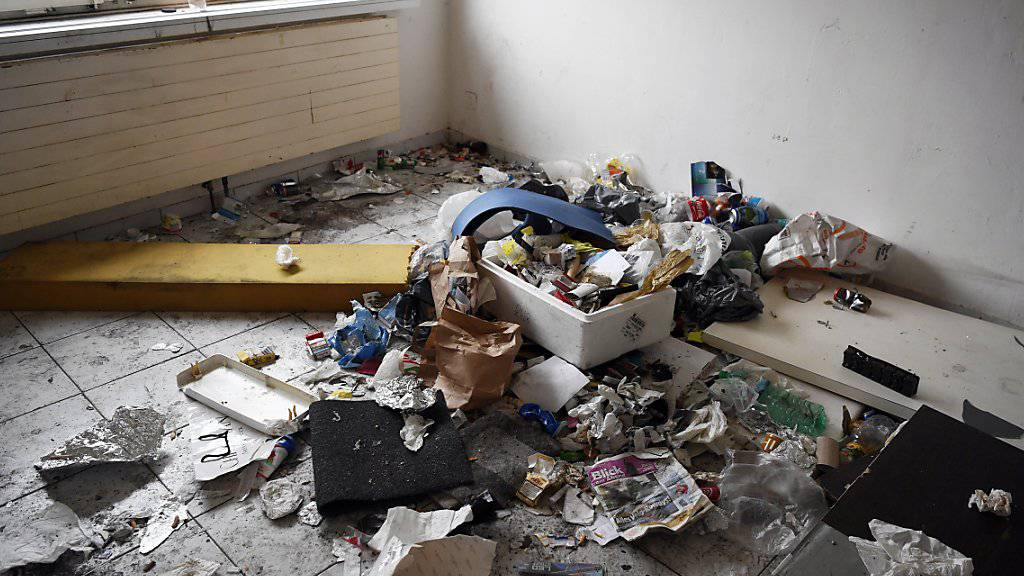 Das gleiche Haus bei der Räumung im Jahr 2017: Für ein solches Zimmer zahlten die Süchtigen 1100 Franken pro Monat.