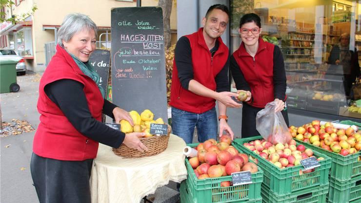 Die Lernende Susanne Rufener (rechts) hat bei Annerös und Matthias Anliker (links und Mitte ) ihren Traumjob gefunden.