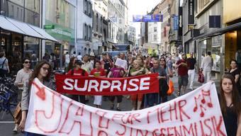 Der Verein Surprise demonstriert gegen Strassenmusik-Regeln in Basel