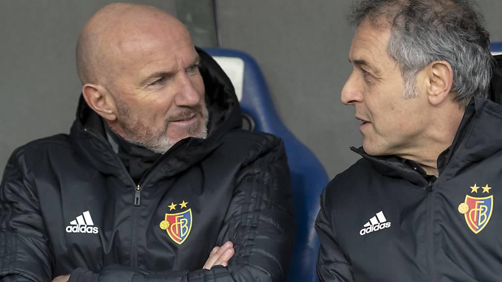 Carlos Bernegger (links), hier noch mit Marcel Koller auf der Bank des FC Basel