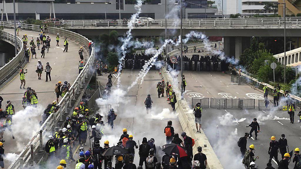 Zusammenstösse zwischen Polizei und Demonstranten in Hongkong