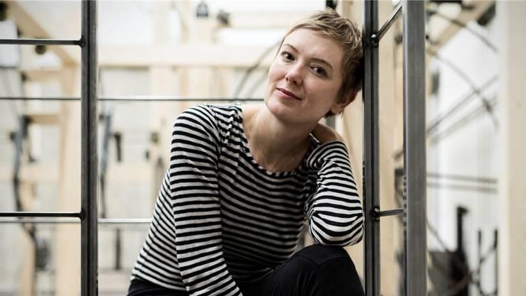 Julia Hölscher, Hausregisseurin am Theater Basel, im Bühnenbild ihrer «Zauberflöte».