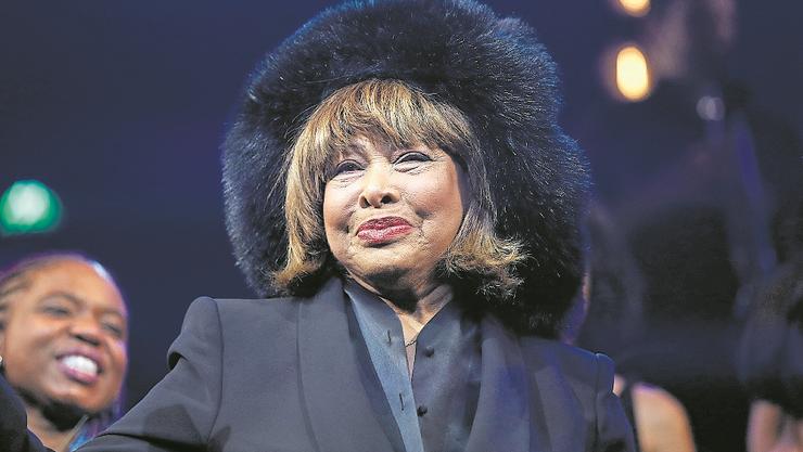 Tina Turner, 80, Sängerin: Die Amerikanerin aus Tennessee musste viel erleiden: Nicht nur als ungewolltes, geschlagenes Kind und Frau eines profitgierigen, gewalttätigen ersten Ehemannes Ike Turner. In den letzten Jahren hat sie einen Schlaganfall überstanden, Darmkrebs und eine Nierentransplantation. Die Frau mit der (früheren) Löwenmähne kämpft um ihr Leben – heute wie damals. Und das erfolgreich. (kus)