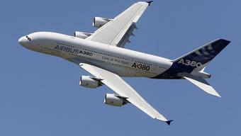 Sorgenkind des Rüstungskonzerns EADS: der Airbus A380 (Archiv)