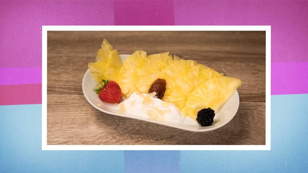 Das Dessert: Ananas-Carpaccio mit Basilikumsorbet