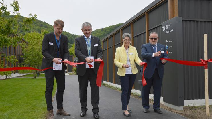 Weihten die neue Überbauung der Stiftung MBF ein - Rafael Schmid (v.l.), Alex Hürzeler, Ursula Brun-Klemm und Jean-Paul Schnegg