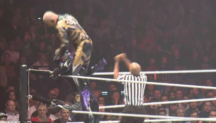 Sieht aus wie rohe Gewalt - ist aber nur Show American Wrestling.