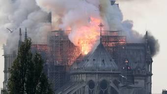 Notre-Dame de Paris in Flammen.