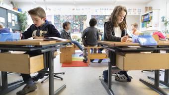 Mehr Schule, neue Fächer, Frühfranzösisch und weniger Unterricht in Halbklassen Der erste Entwurf de s neuen Aargauer Lehrplans sorgt nicht nur für Begeisterung.