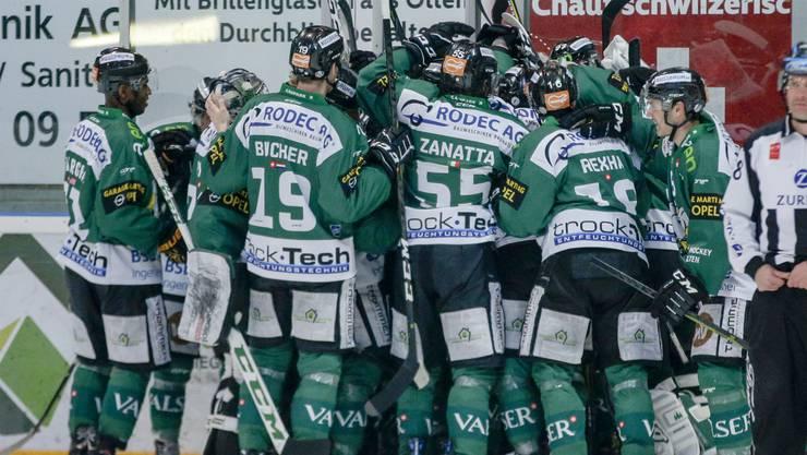 Riesenjubel im Kleinholz: Der EHC Olten gewinnt auch das dritte Spiel des Playoff-Viertelfinals gegen Visp.