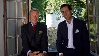 Graf Michael von Hallwyl (links) zusammen mit seinem Sohn Christopher im Schloss Hallwyl, das die Familie 1994 dem Kanton Aargau geschenkt hat.