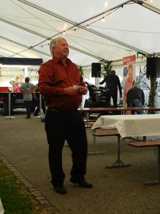 Kilbikommissionspräsident Richard Kopp begrüsst die Gäste zum Jubiläum