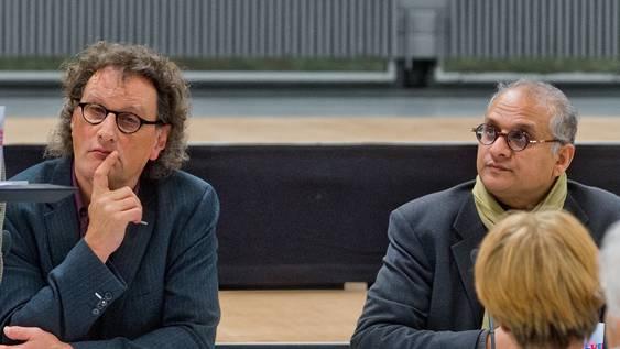 Stadtammann Geri Müller (links) und Einwohnerrat Yahya Bajwa an einer Vortragsveranstaltung 2013. Die beiden sind jahrelange Büropartner.