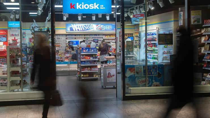 Valora betreibt unter anderem verschiedene Kiosk-Ketten wie etwa K Kiosk, avec und die Eigenmarke Valora.