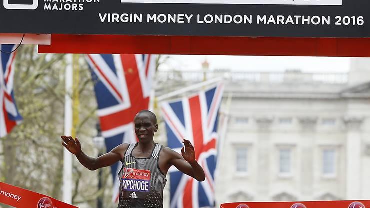Eliud Kipchoge beim Zieleinlauf in London