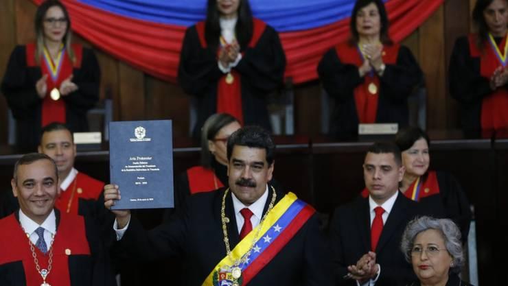 Venezuelas Präsident Nicolás Maduro hat am Donnerstag beim Obersten Gerichtshof seinen Amtseid abgelegt.