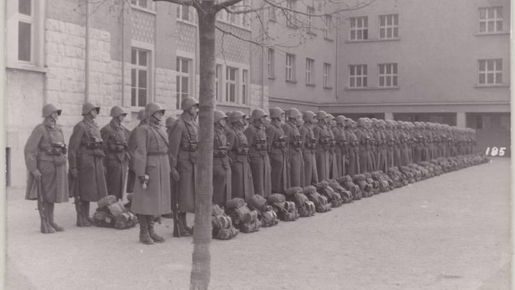 Der Zentralschulhausplatz in Dietikon wurde während des Festungsbaus vornehmlich von der Armee genutzt.