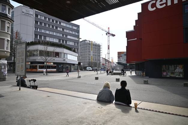 Corona: Stadt Grenchen, der  Marktplatz war während des harten Locckdowns fast leer.