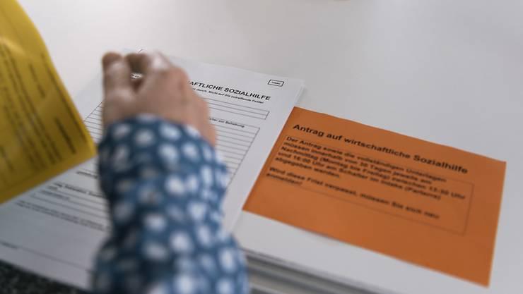 Eine Motion der Bürgerlichen fordert: Sozialhilfebezüger im Kanton Aargau sollen künftig nur noch das Existenzminimum erhalten. (Symbolbild)