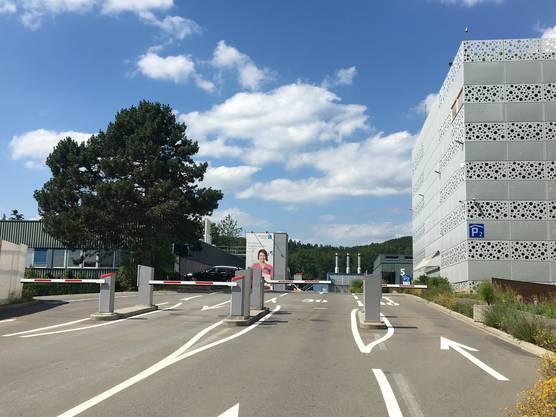 Baden, Parkhaus Kantonsspital: 2 Franken/Stunde. Die ersten 20 Minuten sind sogar gratis.