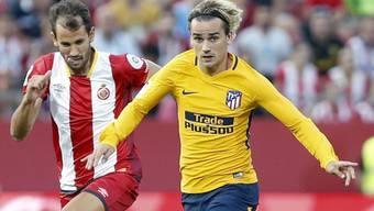 Gironas Christian Stuani (links) und Atléticos Antoine Griezmann (rechts) in einem Laufduell
