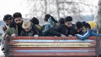 An der Grenze zwischen der Türkei und Griechenland spielen sich derzeit chaotische Szenen ab.