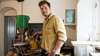 Öl als Handwerk: Simon Müller produziert in kleinen Chargen und hat damit eine Goldmedaille errungen.
