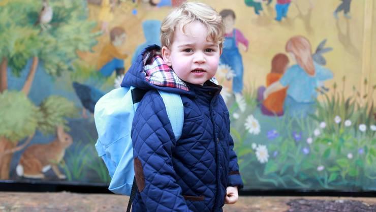 Erinnerungsfoto vom ersten Tag in der Krippe: der englische Prinz George.