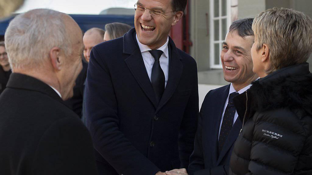 Lockerer Austausch auf höchster politischer Ebene: Der niederländische Premier Mark Rutte wurde am Mittwoch in Bern von einer Delegation des Bundesrats empfangen.
