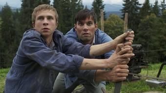 Max Hubacher (links) in seiner Rolle als Verdingbub im gleichnamigen Film (Bild: www.ascot-elite.ch)