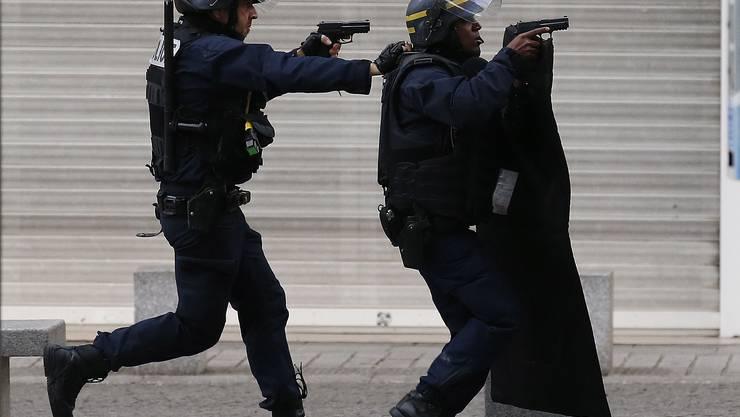 Am Mittwoch führte die Polizei bei Saint-Denis eine mehrstündige Anti-Terror-Aktion durch