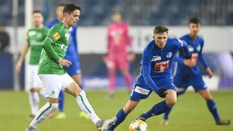 Am 1. Dezember 2019 war es so weit: Nach zehn Niederlagen gewann St. Gallen (links mit Jordi Quintilla) wieder einmal gegen Luzern (Idriz Voca).