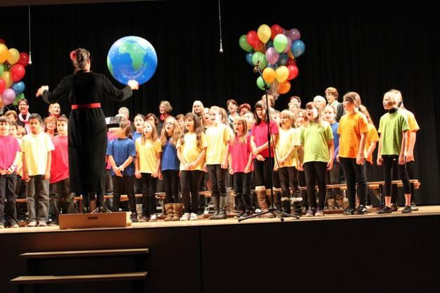 Die Kinder sangen mit vollem Elan mit