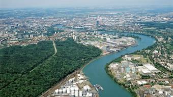 Ein Doppelzweier ist am Montag auf dem Birsfelder Stausee bei Grenzach-Wyhlen (D) mit einem Rheinschiff kollidiert.
