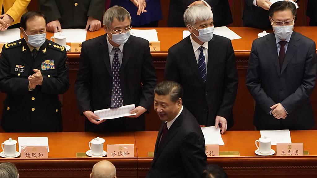 Der Präsident von China und Generalsekretär der Kommunistischen Partei, Xi Jinping, bei der Abschlusssitzung der Politischen Konsultativkonferenz des chinesischen Volkes. Foto: Mark Schiefelbein/AP/dpa