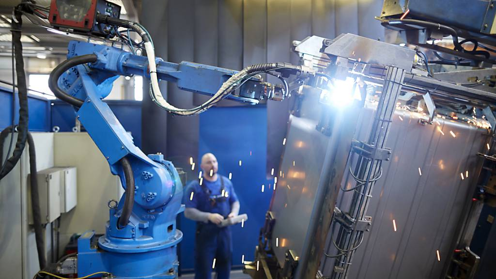 Die Schweizer Industrie treibt den Strukturwandel mit Blick auf die Digitalisierung mit Erfolg voran. Zu diesem Schluss kommt die Denkfabrik Avenir Suisse in einer Studie. Es gelte daher den bisherigen Kurs ohne «dirigistische» Industriepolitik fortzusetzen.
