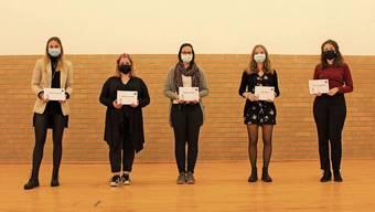 Die Lehrabgängerinnen Joëlle Bachmann, Melanie Bossard, Ramona Bucher, Carla Huser und Nurya Guggisberg (v.l.n.r.) wurden für ihre Leistungen mit je 600 Franken aus dem Stiftungsvermögen prämiert.
