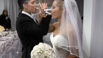 Das erste gleichgeschlechtliche Paar, das im Empire State Building heiraten durfte