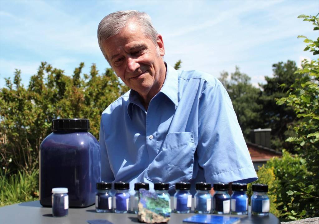 Seit 30 Jahren erforscht der Altstätter Peter Bützer die Farbe Blau.