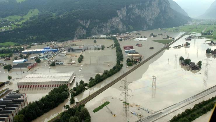2005 setzten Hochwasser der Schweiz zu - im Bild Schattdorf im Kanton Uri.