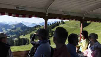 Der sehr heisse Sommer 2018 lockte die Familien vermehrt nach draussen in die Freibäder oder in die Berge. (Symbolbild)