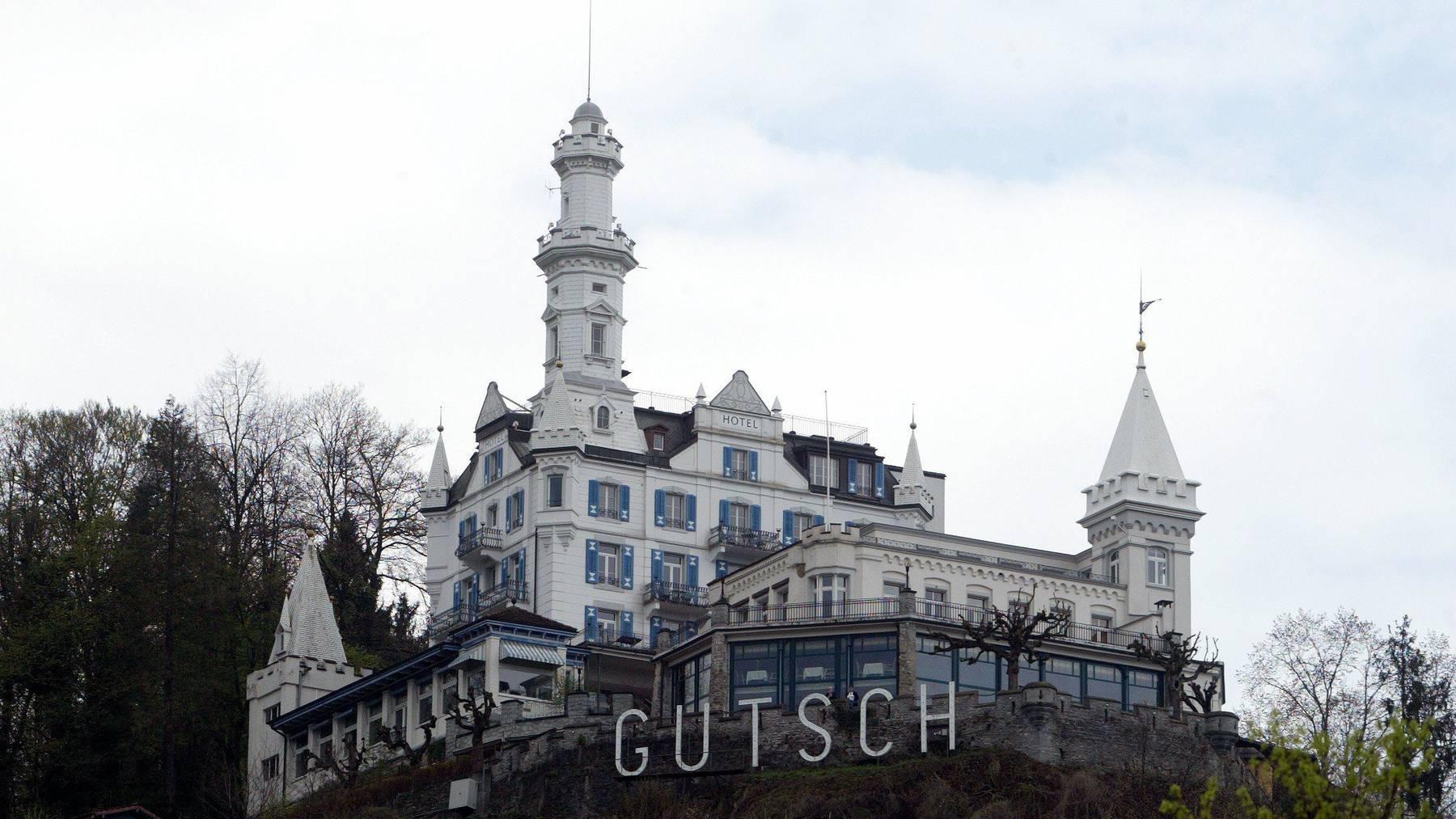 Das Hotel Chateau Guetsch hoch ueber der Stadt Luzern am Sonntag 23. April 2006 wird zur Zeit von der Eigentuemerin UBS zum Verkauf angeboten.
