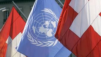 Das UNO-Komitee gegen Folter geht mit der Schweiz teilweise hart ins Gericht und fordert Verbesserungen. (Symbolbild)