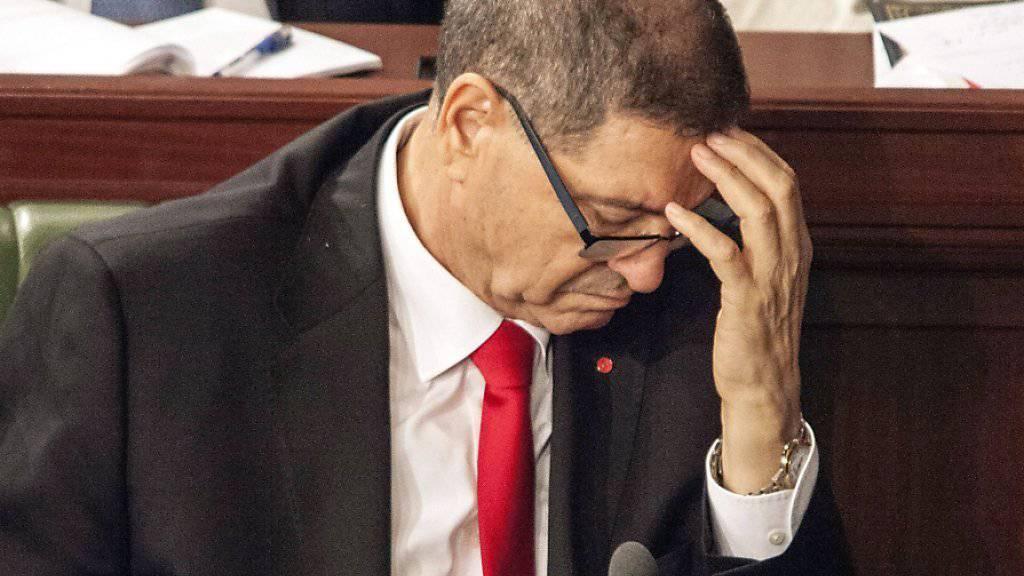 Tunesiens Premier Habib Essid nach der verlorenen Vertrauensabstimmung im Parlament.